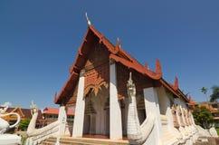 Wit leeuwstandbeeld in Wat Hua Kuang Royalty-vrije Stock Afbeelding