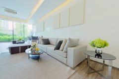 Wit luxe modern het leven binnenland en decoratie, binnenlandse des Stock Afbeeldingen