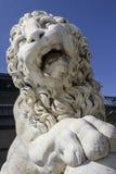 Wit marmeren leeuwbeeldhouwwerk Royalty-vrije Stock Afbeeldingen
