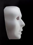 Wit masker die uit zwarte achtergrond te voorschijn komen Stock Afbeelding