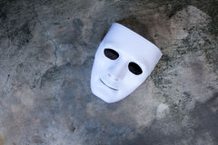 Wit masker op donkere grungetextuur Royalty-vrije Stock Foto