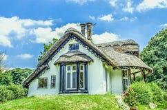 Wit met stro bedekt plattelandshuisje, Engeland Royalty-vrije Stock Afbeeldingen