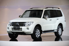 Wit Mitsubishi Pajero suv Royalty-vrije Stock Afbeelding