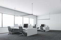 Wit modern bedrijfbureau, computers zijaanzicht stock illustratie