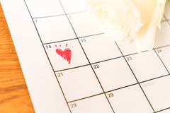 wit nam op de kalender met de datum van 14 Februari Valentin toe Royalty-vrije Stock Afbeeldingen