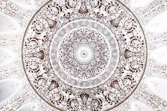 Wit rond zilveren ornament op het plafond royalty-vrije illustratie