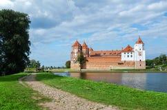 Wit-Rusland, het gebied van Grodno Weg aan Mir Castle Stock Fotografie