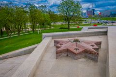 WIT-RUSLAND, MINSK - MEI 01, 2018: Ga van Witrussisch Groot Patriottisch Oorlogsmuseum en monument, zonnige dag binnen Stock Afbeelding