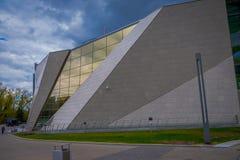 WIT-RUSLAND, MINSK - MEI 01, 2018: Voorgevel van Witrussisch Groot Patriottisch Oorlogsmuseum en monument, zonnige dag Stock Afbeeldingen