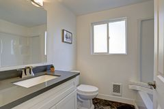 Wit schoon badkamersbinnenland Stock Afbeelding