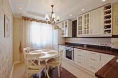 Wit schoon bureau met meubilair Royalty-vrije Stock Foto