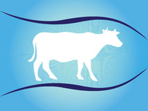 Wit silhouet van koe op blauwe achtergrond met golven Stock Foto