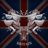 Wit Silhouet van Wapenschild met Uitstekende Wapens op de Vlagachtergrond van Groot-Brittannië Stock Afbeeldingen