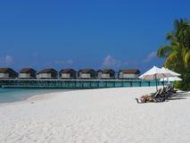 Wit strand in de Maldiven Stock Afbeeldingen