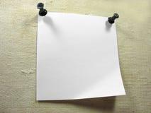 Wit stuk van berichtdocument over een oud canvas royalty-vrije stock fotografie