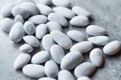 Wit Sugar Coated Almonds/Turkse Badem Sekeri royalty-vrije stock foto's