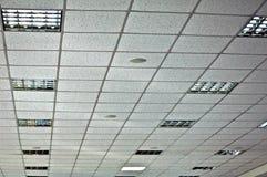 Wit vals plafond en opgenomen lampen Royalty-vrije Stock Afbeeldingen