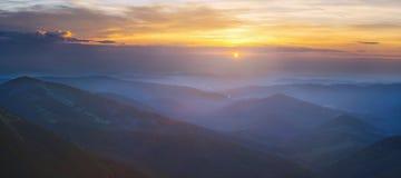 Świt w Carpathians górach (wielka panorama) Obraz Stock