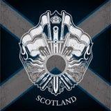 Wit Wapenschild met Cirkelkader en Uitstekende Wapens op de Vlagachtergrond van Schotland Stock Afbeeldingen