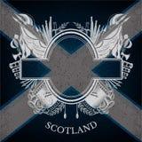 Wit Wapenschild met ovaal Kader en Uitstekende Wapens op de Vlagachtergrond van Schotland Stock Foto's