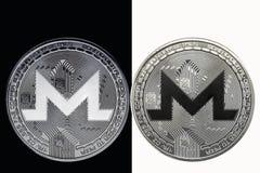 Wit XMR-muntstuk op een zwarte achtergrond en een zwart muntstuk op een witte achtergrond Royalty-vrije Stock Fotografie
