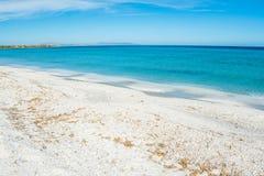 Wit zand en turkoois water in Stintino-kust royalty-vrije stock foto's