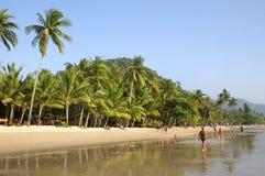 Wit zand tropisch strand royalty-vrije stock afbeelding