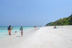 Wit zandstrand van tropische overzees in Thailand Royalty-vrije Stock Foto
