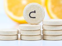 Witamina c i świeża cytryna prewencyjna przeciw wirusom zdjęcia stock