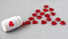 Witaminy w postaci czerwonych serc, rozlewających od banków Obraz Royalty Free