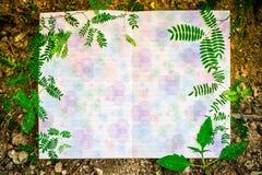 Witboek met groen blad voor nota Royalty-vrije Stock Foto