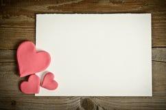 Witboek met kleine roze harten Stock Afbeeldingen