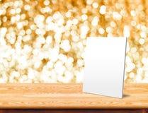 Witboekkader bij marmeren Lijst met bokeh die backgroun fonkelen Royalty-vrije Stock Afbeelding