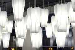 Witboeklamp het hangen op het plafond in donkere toon royalty-vrije stock fotografie