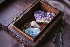 Free Witch Tools Inside Beautiful Old Wood Box. Rose Quartz Pendulum, Natural Amethyst And Celestite Crystal Clusters. Dry Lavender Flo Royalty Free Stock Photos - 178233708