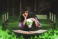 Witchcraft άσκησης μαγισσών Στοκ Εικόνες