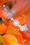 Witgoud en diamantarmband Stock Afbeeldingen