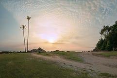 Withnessing der Sonnenaufgang an Pandak-Strand Lizenzfreies Stockfoto