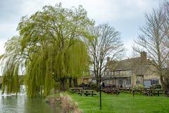 WITNEY, OXFORDSHIRE/UK - 23. MÄRZ: Rose Revived Public House-Ne Stockfotos