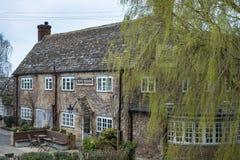 WITNEY, OXFORDSHIRE/UK - 23 MARZO: Ne di Rose Revived Public House Immagine Stock