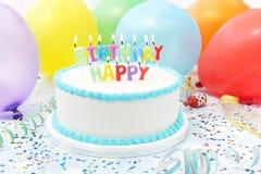 Świętowanie tort Z świeczkami Literuje wszystkiego najlepszego z okazji urodzin Fotografia Royalty Free