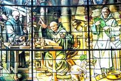 Witrażu okno przedstawia Benedyktyńskich michaelitów jako źródło początek dla zdjęcie stock