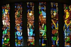 Witraży okno z religijnymi wizerunkami w Santuà ¡ Rio das Almas kościół przy Niteroi, zdjęcie stock