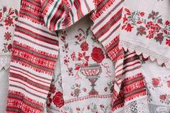 Witrussisch etnisch nationaal mensenornament op kleren Het Slavische Traditionele Borduurwerk van het Patroonornament stock afbeeldingen