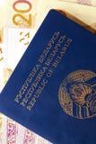 Witrussisch paspoort en geld royalty-vrije stock foto's