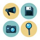 Witte achtergrond met kleurrijke cirkels met sociale media pictogrammen als megafoon en floppy en foto camera en het overdrijven Royalty-vrije Stock Foto