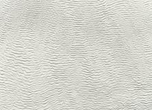 Witte achtergrond van travertijn met golvende lijnen Stock Afbeeldingen
