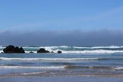 Witte afgedekte golven Stock Foto