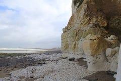 Witte albasten klippenkust bij een stormachtige dag in september in dieppe royalty-vrije stock afbeeldingen