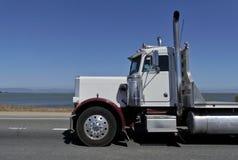 Witte Amerikaanse vrachtwagen Stock Foto